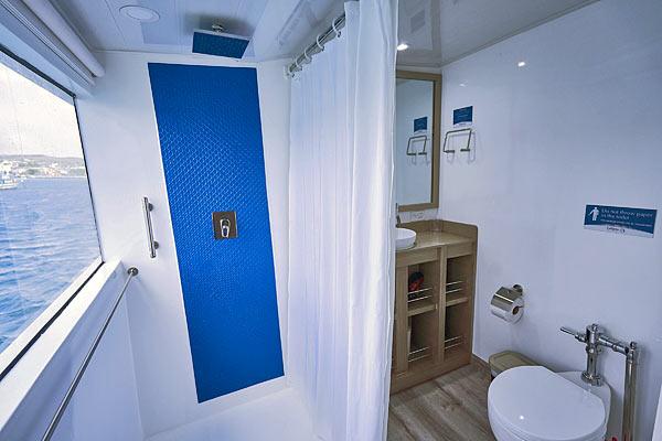 Яхта Calipso: ванная комната